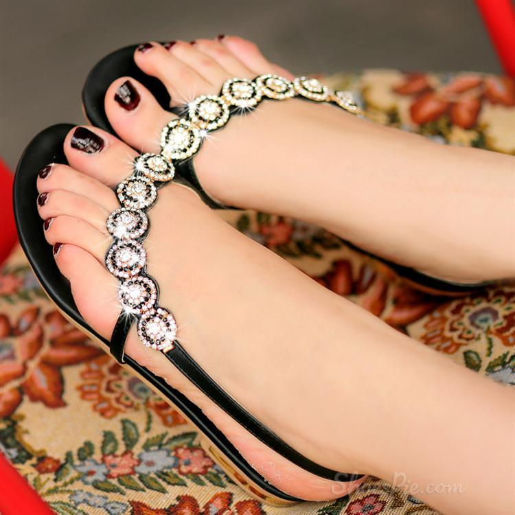 220dfc273653c Shoespie reviews will share five flat sandals with you here  1. 2. 3. 4